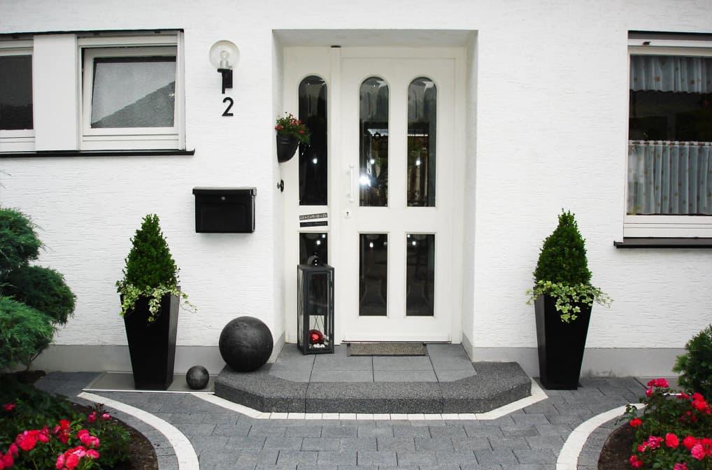 schön gepflasterter Eingangsbereich von Markus Stolze Garten- und Landschaftsbau GmbH